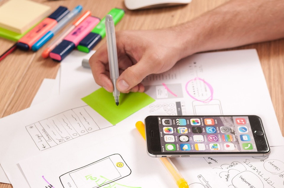 Building an IPhone Application Online vs Xcode Apps.